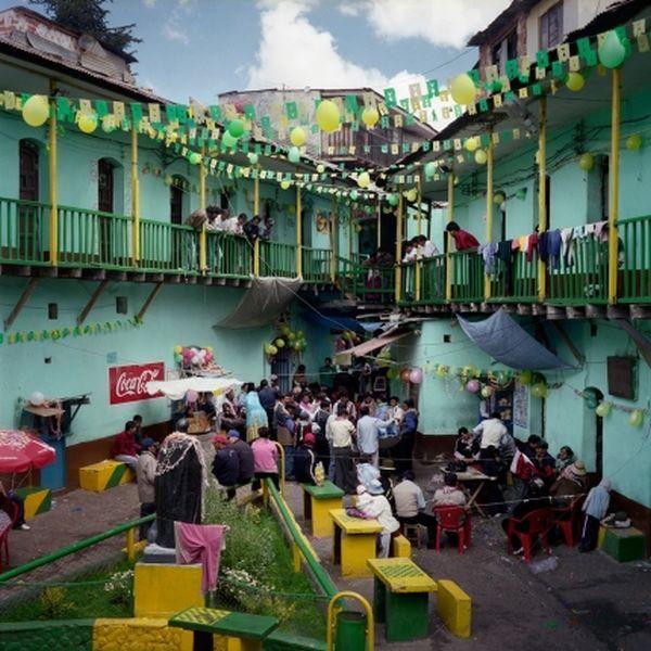 Самая гуманная тюрьма в  Сан-Педро в Боливии (14 фото)