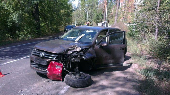Пьяный водитель устроил аварию и скрылся (6 фото)