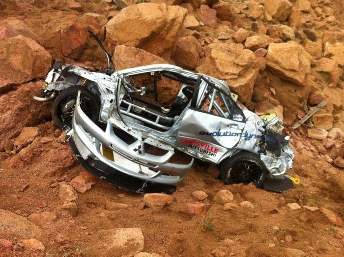 Серьезная авария на ралли с Mitsubishi Lancer Evolution 8(10 фото+2 видео)