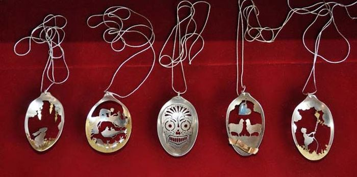 Ювелирные украшения из антикварных ложек (10 фото)