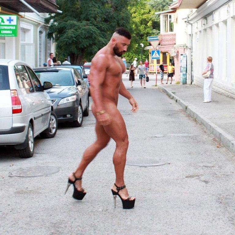 Голый мужчина смешные картинки, новосельем открытку