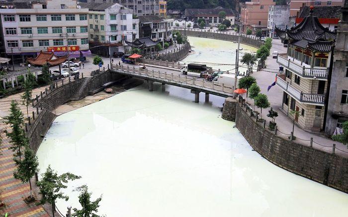 Река из молока (6 фото)