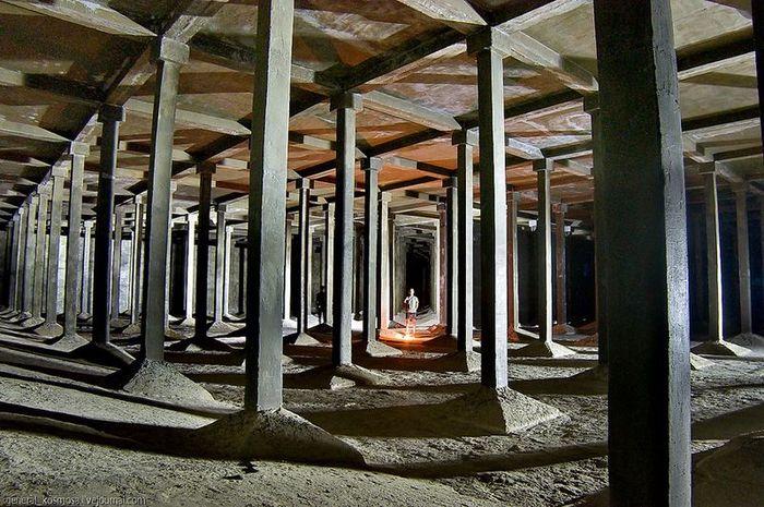 Подземные водохранилища в центре Киева (12 фото + 2 видео)