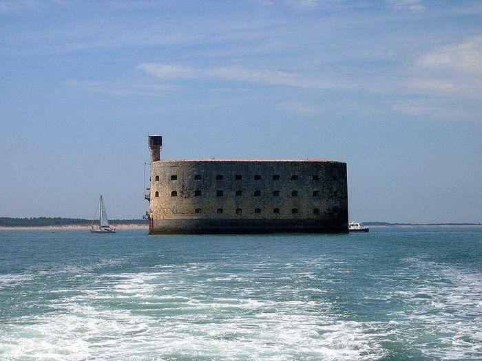 Здание Форта Байяр (Fort Boyard) (20 фото)