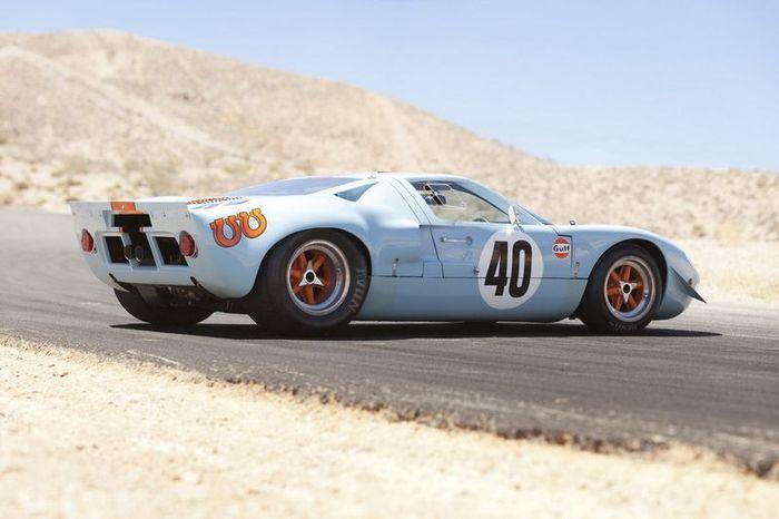 рекорд стоимости на аукционе побил Ford GT40 (22 фото)