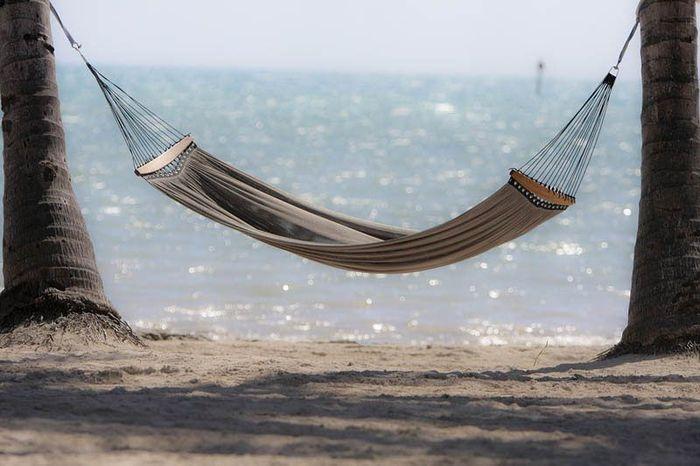 Идеальные места, чтобы полежать в гамаке (25 фото)