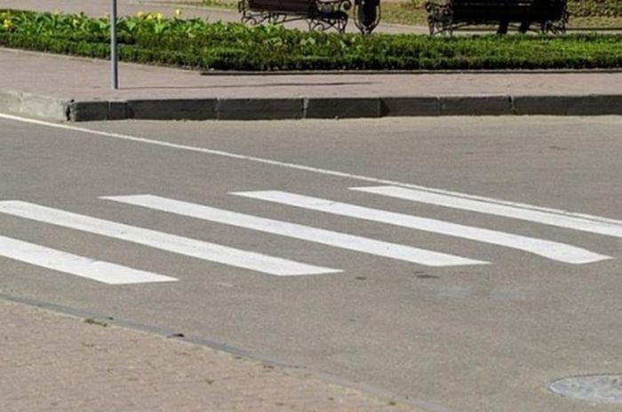 Как из обычного пешеходного перехода сделать необычный? (2 фото)