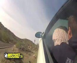 Парнишка на BMW M3 не вписался в поворот