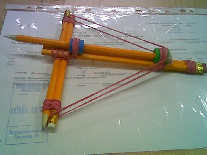 Оружие из офисных принадлежностей (10 фото)