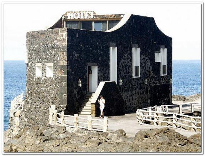 Самый миниатюрный отель в мире (7 фото)