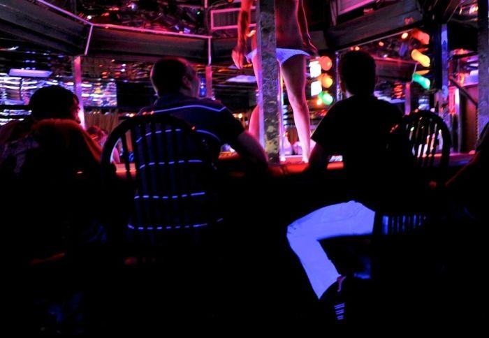 В Омске открывается гей-клуб, где можно арендовать секс-раба на вечер http