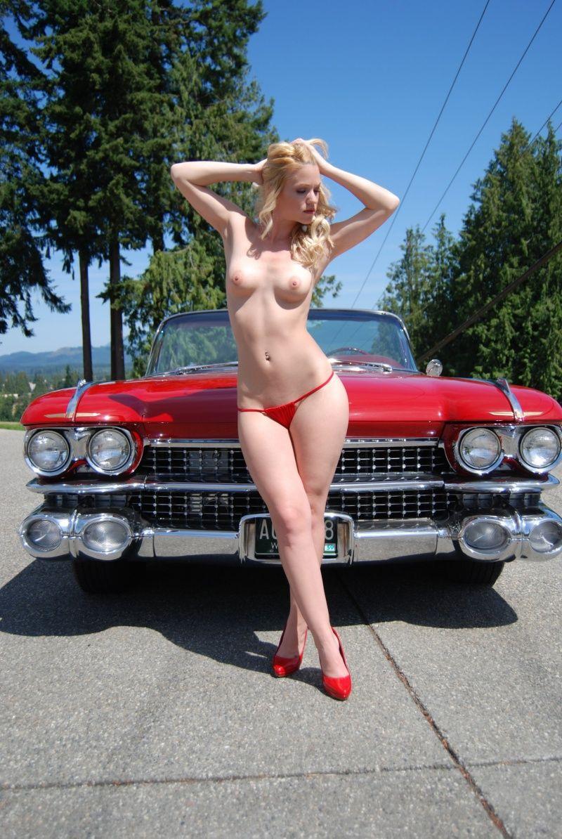 Авто голые ретро девушки и