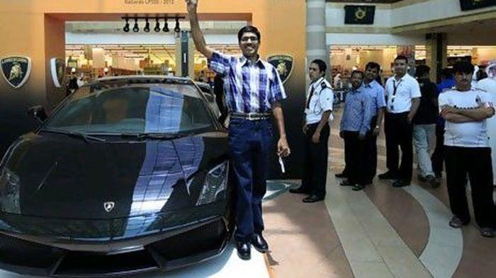Курьер из ОАЭ выиграл Lamborghini Gallardo (фото)