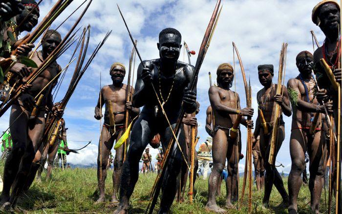 Один день на празднике у папуасов (30 фото)