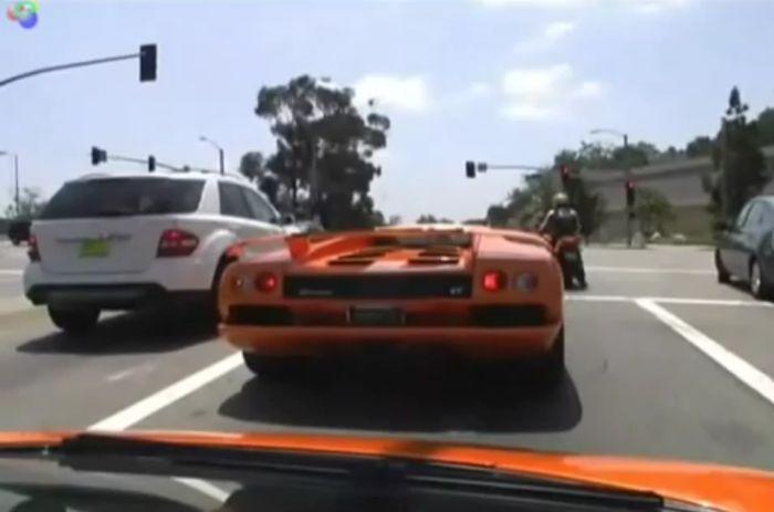 Подборка водителей-неудачников за рулем суперкаров (видео)