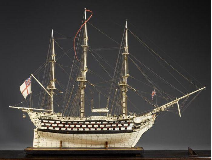 Модели кораблей из человеческих костей (9 фото)