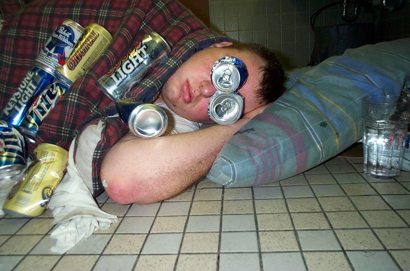 Прекрасные фото банки, пьяный, толстый, уснул на вписке