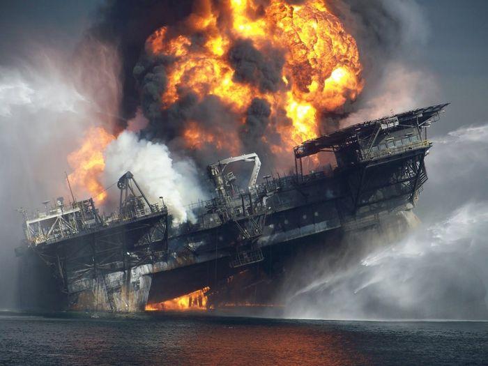 взрыв, катастрофа, нефтяная платформа, жесть, океан,