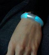 Умный браслет, меняющий цвет
