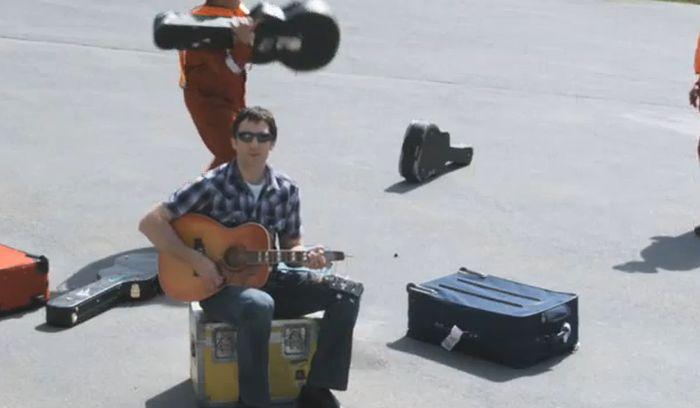 авиакомпания, гитара