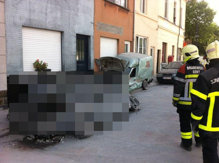 авто, снос здания, раздавило авто, машину раздавило