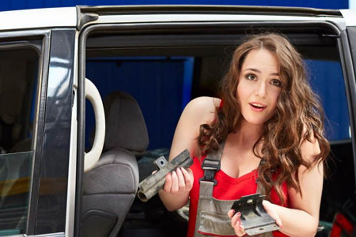 авто, автослесарь, девушка и авто, автосервис