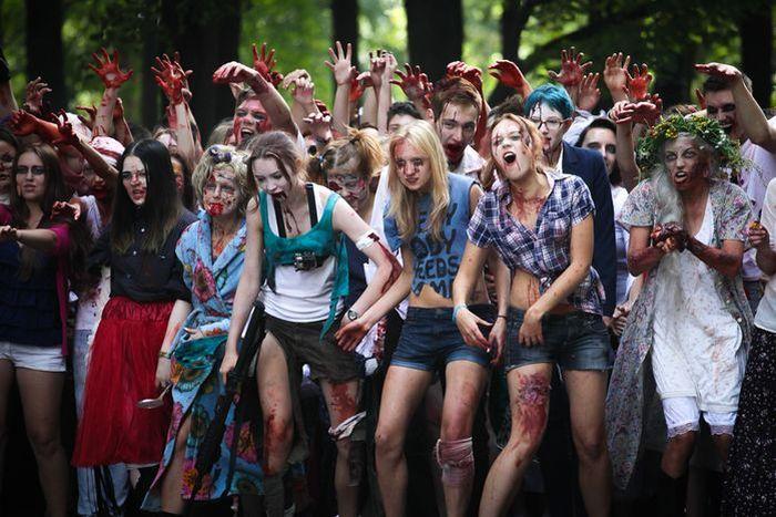 Фоторепортаж с места события  /  Флешь-моб Zombie Walk  (25 фото)