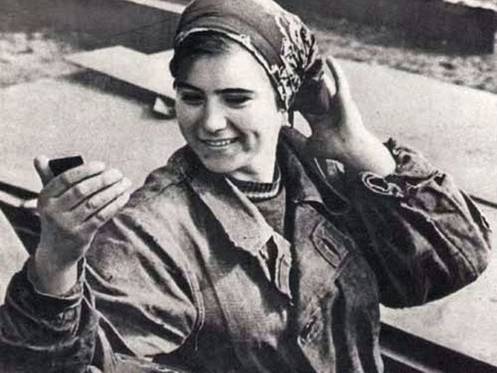 71-летняя турецкая певица выглядит на 40 лет моложе и