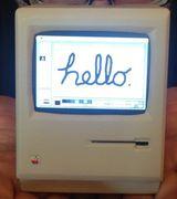 Миниатюрная действующая реплика классического Macintosh
