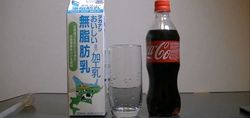 Эксперимент с колой и молоком