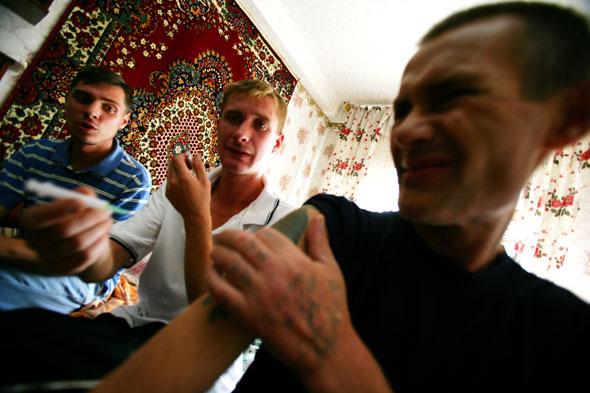 Украина: Бедность, Наркомания, СПИД (61 фото)