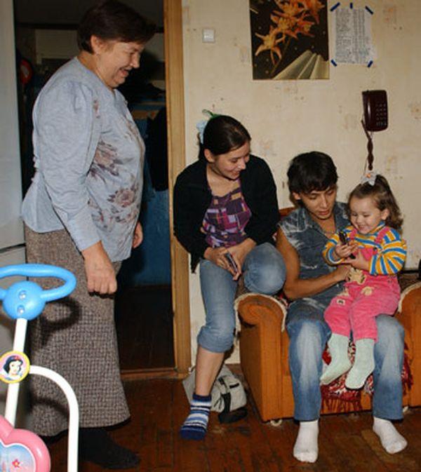 Девочка стала мамой в 11 лет (4 фото + видео) .