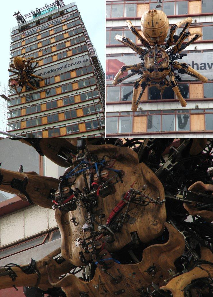 Механический паук в Ливерпуле (4 фото)