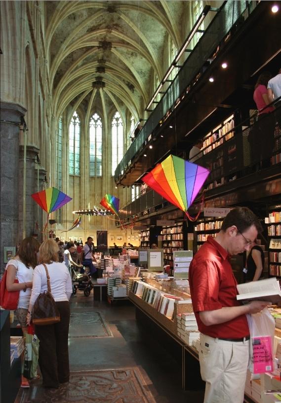 Книжный магазин в Нидерландах (31 фото)