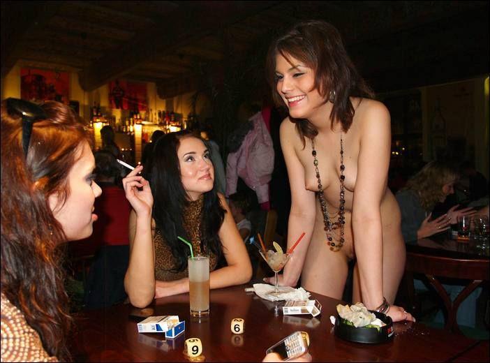 девушки голые в баре отрастить себе