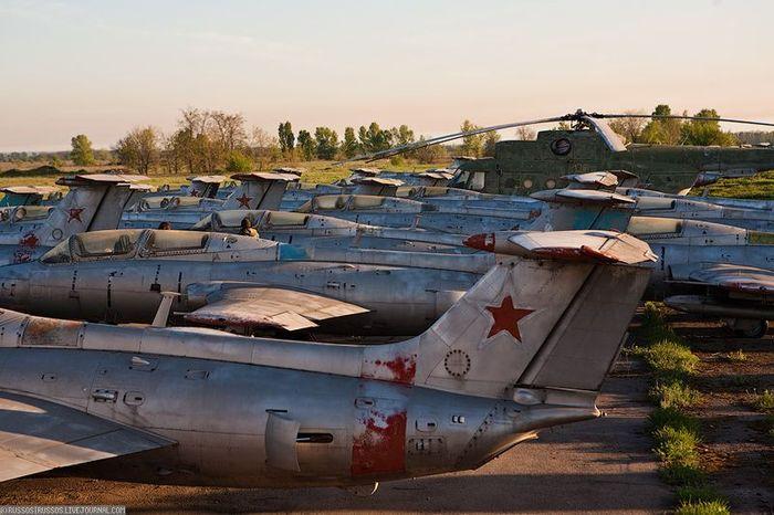 Заброшенный аэродром на Украине (42 фото)