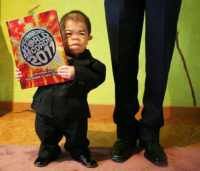 Колумбиец попал в Книгу рекордов Гиннесса как самый маленький человек в мире (6 фото)
