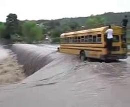 Переправа во время наводнения в Никарагуа