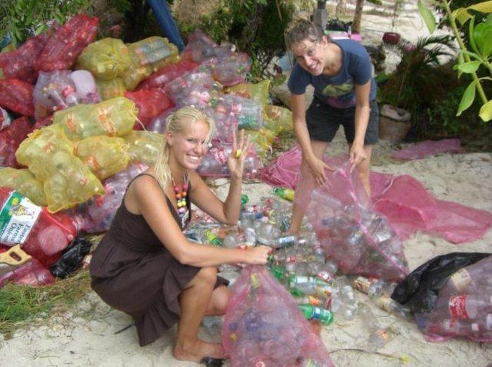 Остров из пластиковых бутылок (34 фото)