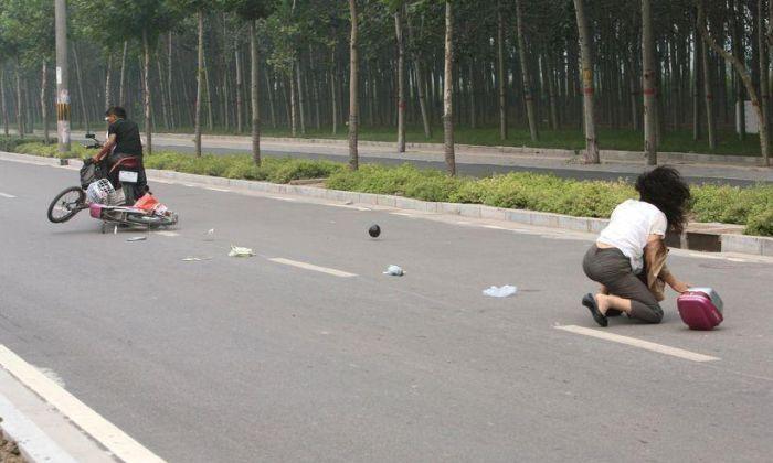 Оставление места ДТП мотоциклистами (7 фото)