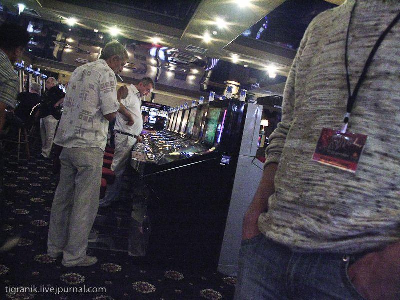 Старт турнира на 8 вечера. пока ждали успели заглянуть во все уголки игорного зала