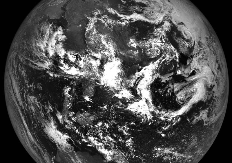 Земля – вид с Луны 12 июня. Этот снимок был создан командой орбитальной станции «Lunar Reconnaissance Orbiter» из нескольких фотографий, сделанных 12 июня во время последовательности настройки. (NASA/GSFC/Arizona State University)