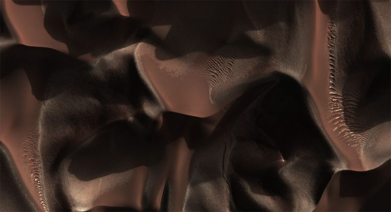 Дюны в кратере Матара на Марсе 24 июля. (NASA/JPL/University of Arizona)