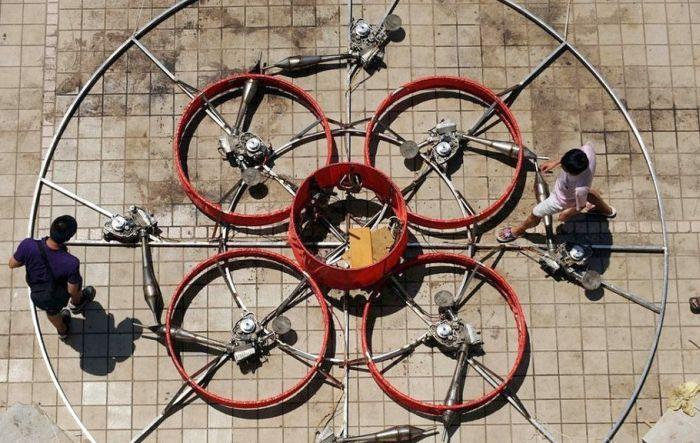 Китайский крестьянин построил летающую тарелку (11 фото)