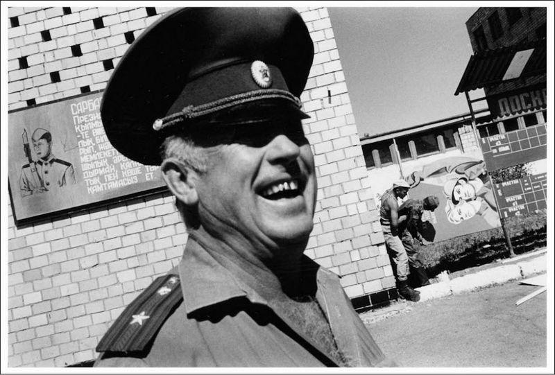 2125 Страна чудес: Сказка о советском монолите