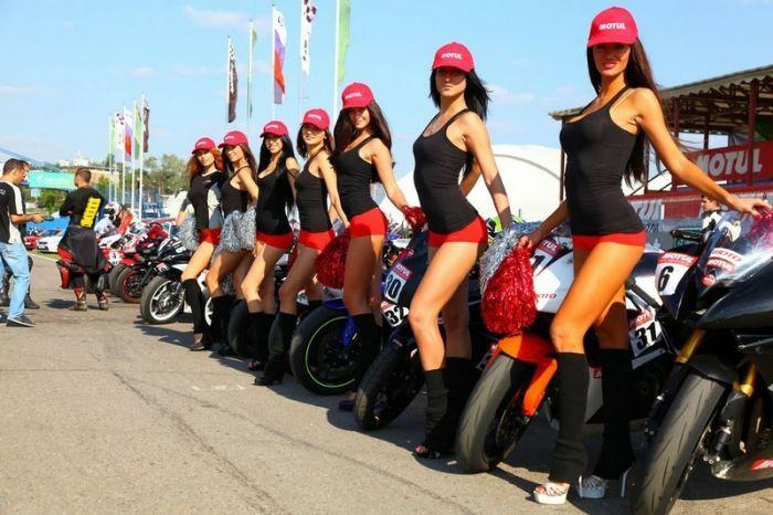 Голые девушки и мотоциклы обои смотреть бесплатно