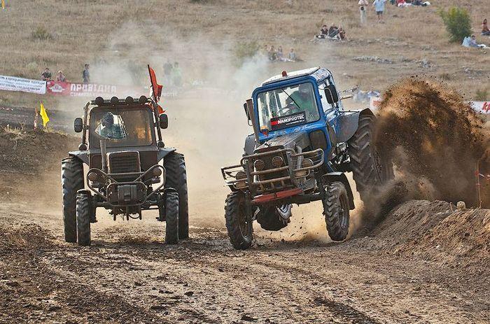 Трак-прохват: гонки на тракторах в Крыму (34 фото)
