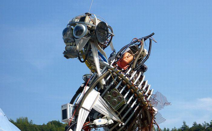 Скульптура из мусора в Великобритании (14 фото)