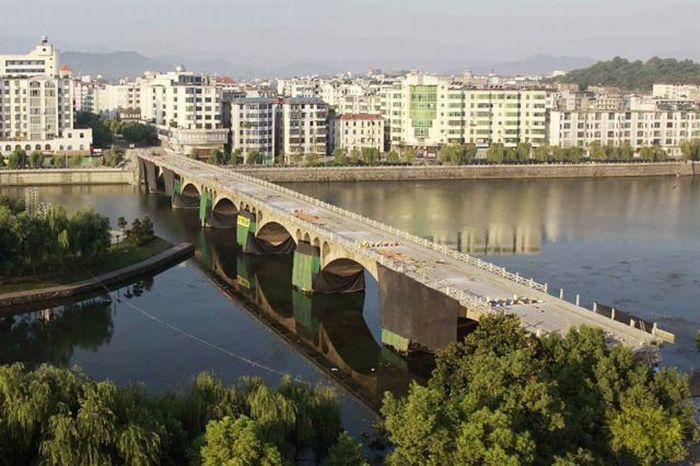 Подрыв моста (6 фото)