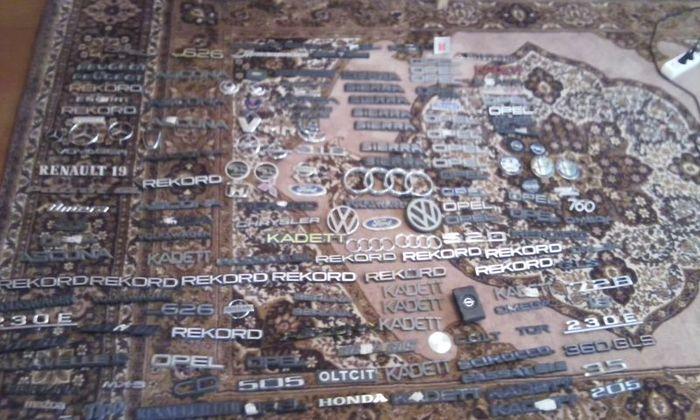 Большая коллекция шильдиков от авто (43 фото)